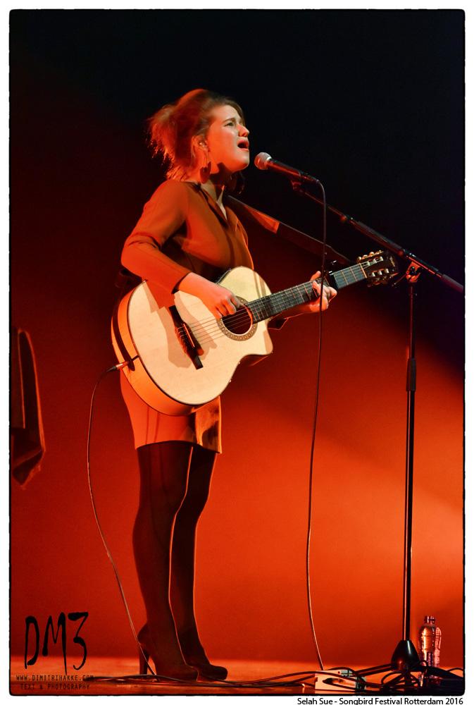 ROTTERDAM – Selah Sue treedt op tijdens het Songbird Festival in de Doelen in Rotterdam. De populaire Vlaamse zangeres verwacht over enkele maanden haar eerste kindje. Het festival is gericht op singer-songwriters en beleefde dit weekend zijn zesde editie. NOVUM COPYRIGHT DIMITRI HAKKE